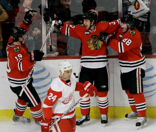Blackhawks' Burish out with knee injury