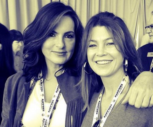 Mariska Hargitay, Ellen Pompeo take photo for Taylor Swift