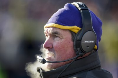 Minnesota Vikings coach Mike Zimmer optimistic about progress of eye