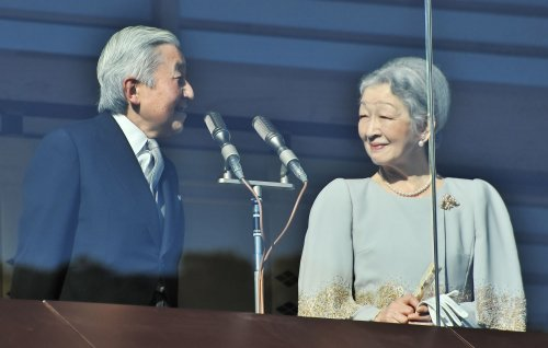 Japanese emperor offers encouragement to quake, tsunami victims