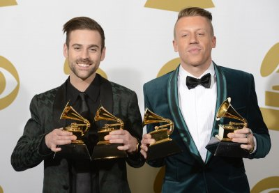 Ryan Lewis' sister was among 33 couples to wed at Grammys