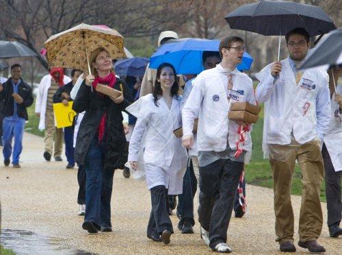 U.S. not funding hospital residencies may up doctor shortage