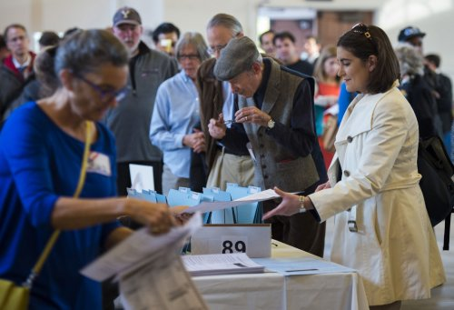 Election Day: U.S. voters face close races, contentious issues [UPDATE]