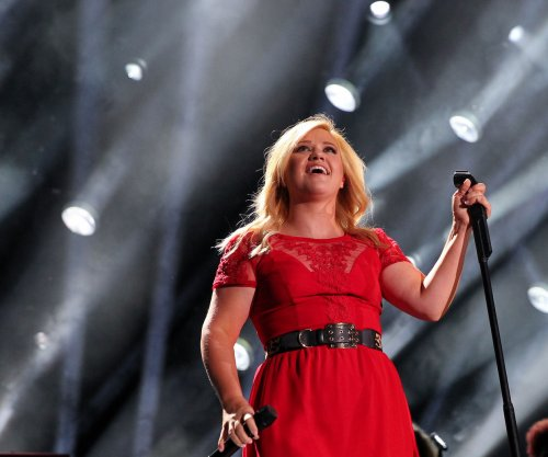 Kelly Clarkson: Husband 'not my other half'