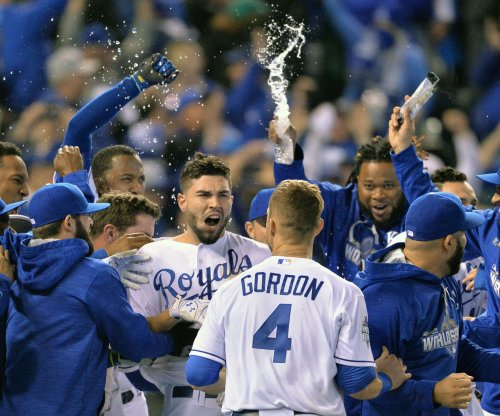 Royals edge Mets in marathon World Series opener