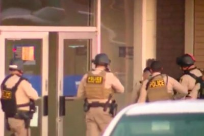 Las Vegas police evacuate mall after reports of masked gunman