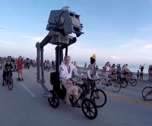 11,000 zombies go for bike ride in Florida
