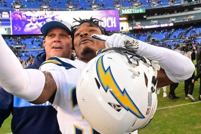 Chargers Pro Bowl S Derwin James to miss season due to knee injury