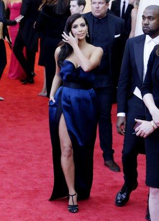 Kim Kardashian returns to L.A. sans Kanye West