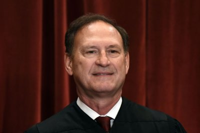 Alito allows Pa. court ruling requiring redrawn congressional map