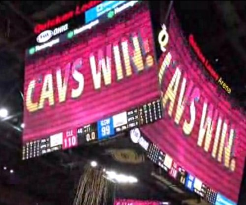 LeBron James scores 42 in Cleveland Cavaliers win over Golden State Warriors