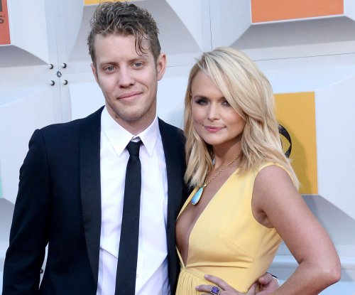 Miranda Lambert and Anderson East debut as couple at ACM Awards