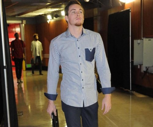 NBA's Pat Connaughton throws football 80 yards