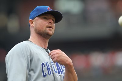 Jon Lester leads Chicago Cubs to share of NL Central title