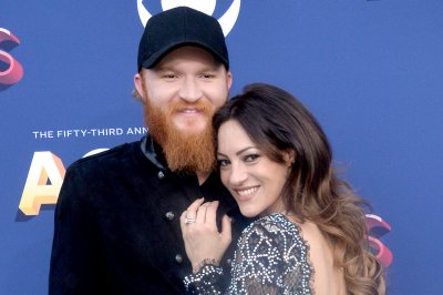 Country singer Eric Paslay introduces daughter Piper