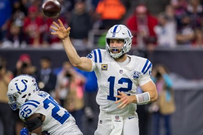 Colts QB Andrew Luck out of OTAs with calf strain
