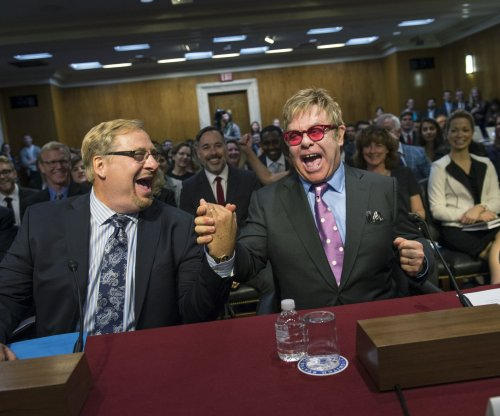 Elton John to Congress: You can end AIDS