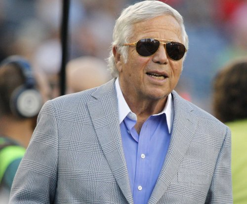 New England Patriots owner Robert Kraft disses Manning family