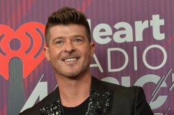 Robin Thicke performs 'Lucky Star,' says new album celebrates life