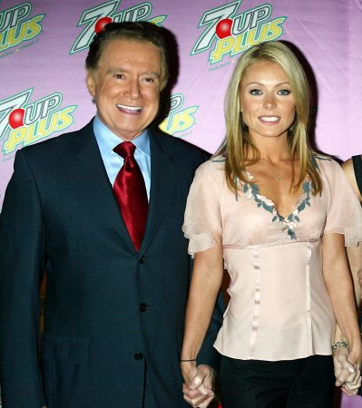 Kelly Ripa doesn't keep in touch with Regis Philbin