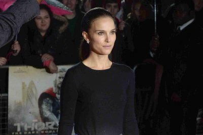 Natalie Portman in early talks for Steve Jobs biopic