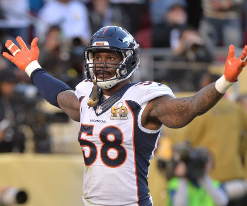 Denver Broncos' Von Miller crops out John Elway in White House photo