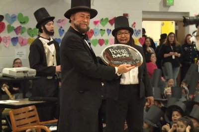 School breaks record for gathering of Abraham Lincolns
