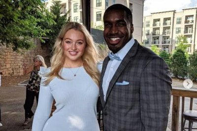 Iskra Lawrence celebrates pregnancy with $10K pledge