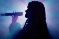 Nessa Barrett, JXDN join Travis Barker for 'La Di Die' on 'Kimmel'