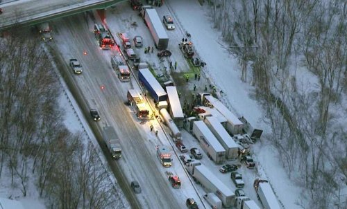 I-94 pileup kills 3 people, dog