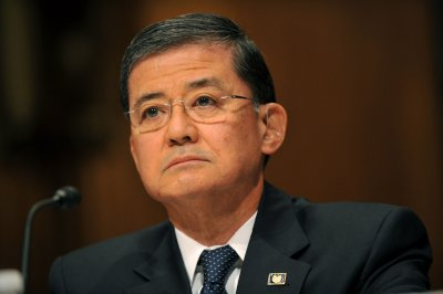 Boehner, White House agree Shinseki should stay on at VA