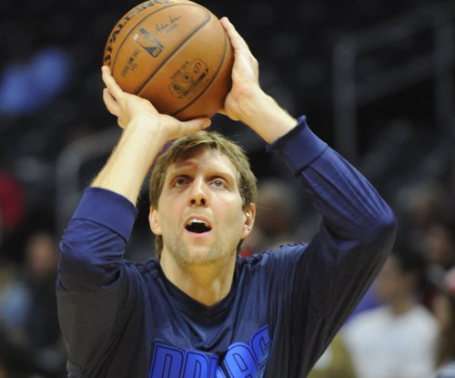 Dallas Mavericks' Dirk Nowitzki out with knee ailment