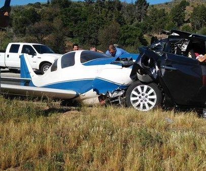 One dead, five injured small plane and car crash on San Diego freeway