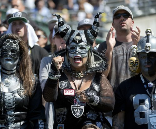 Oakland Raiders and their fans make themselves at home in San Diego