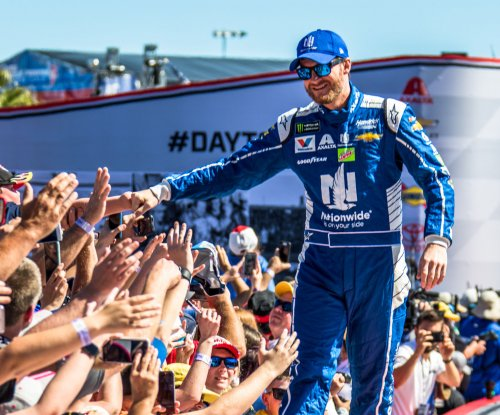 Dale Earnhardt Jr. edges teammate Chase Elliott for Coke Zero 400 pole