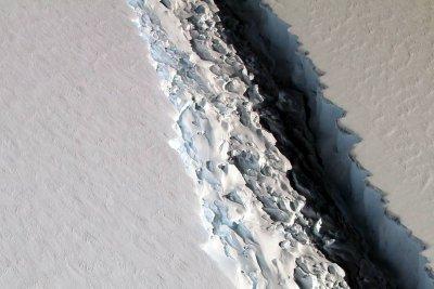 Massive iceberg breaks away from Antarctica's Larsen C ice shelf