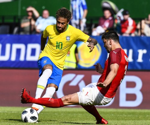 Brazil's Neymar negates Austrian defense with hesitation move