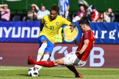 Brazil's Neymar negates Austrian defense with hesitation move