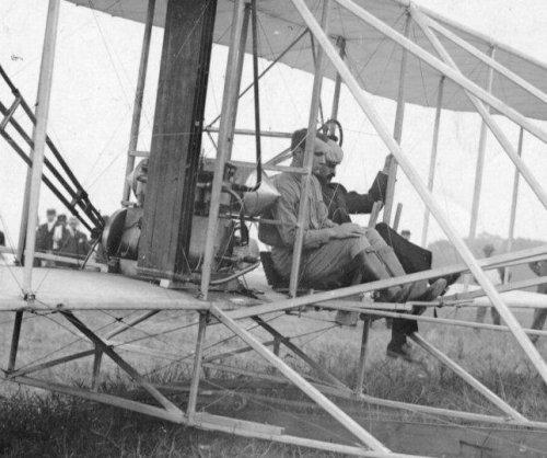 Wright machine falls, killing passenger and badly injuring Wright