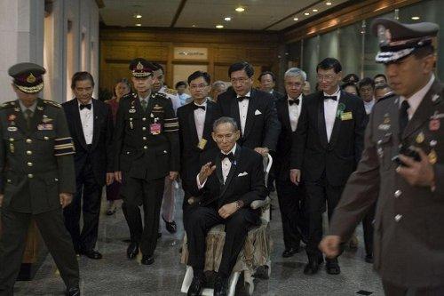 Critics question lese-majeste death