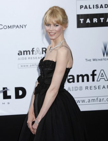 Claudia Schiffer gives birth to daughter
