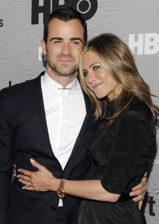 Jennifer Aniston hits 'Leftovers' premiere with Justin Theroux [PHOTOS]