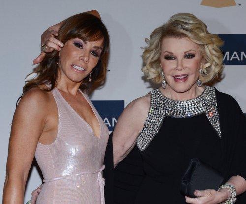 'Fashion Police' returns, honors Joan Rivers