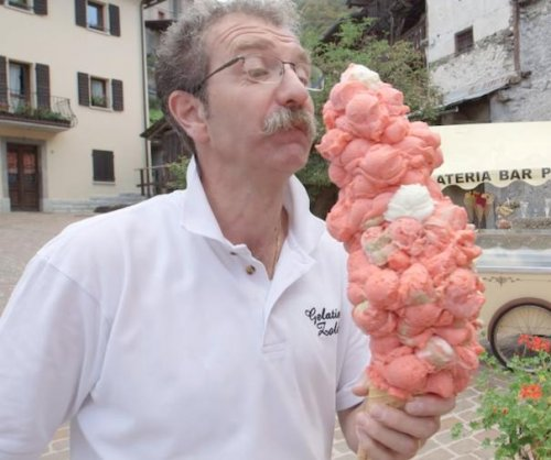 Italian man balances 121 ice cream scoops on one cone