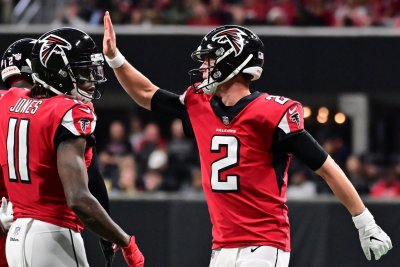 Atlanta Falcons run over struggling Carolina Panthers