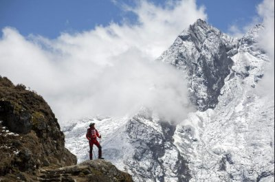 China closes Mount Everest Tibet route to tourists over trash pileup