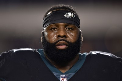 Eagles restructure LT Jason Peters with one-year deal