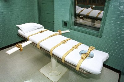 Judge stays execution of only woman on federal death row