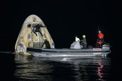 Astronauts splash down in Gulf of Mexico off Florida