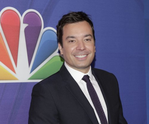Jimmy Fallon injures right hand during tumble in Cambridge, Mass.